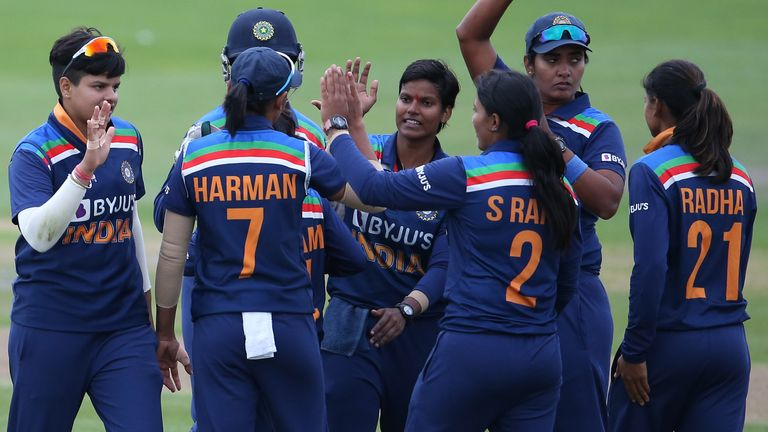 India snatch a victory against England in 2nd T20I at Hove